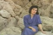Bờ đá xanh tạ tội (Video)